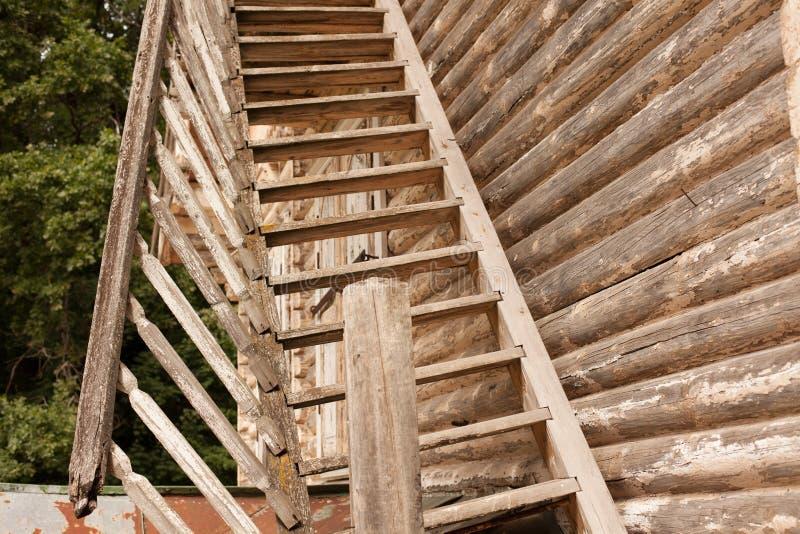 Escalera Rota R Stica De Madera A La Segunda Planta De Una