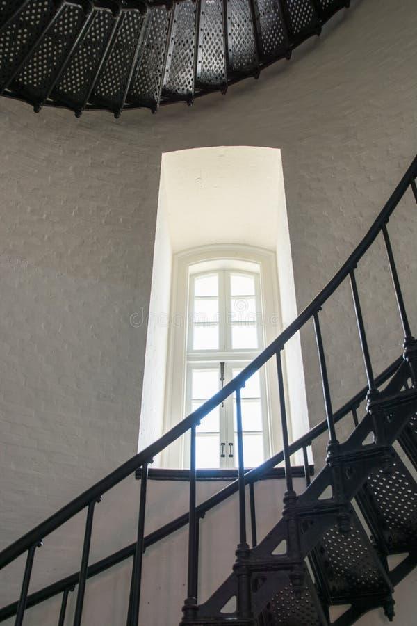 Escalera y ventana en Bodie Island Lighthouse foto de archivo