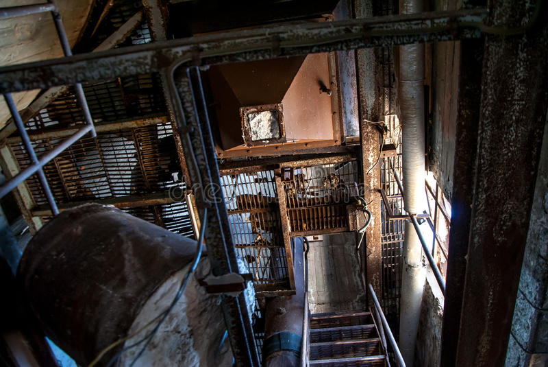 Escaleras abandonadas de la fábrica imagen de archivo libre de regalías
