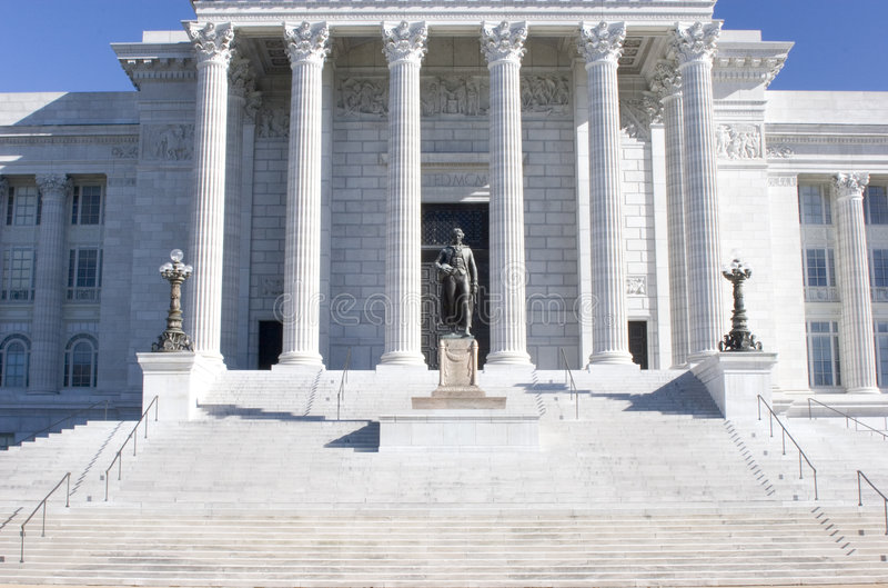 Escaleras al edificio del capitolio. imagen de archivo libre de regalías