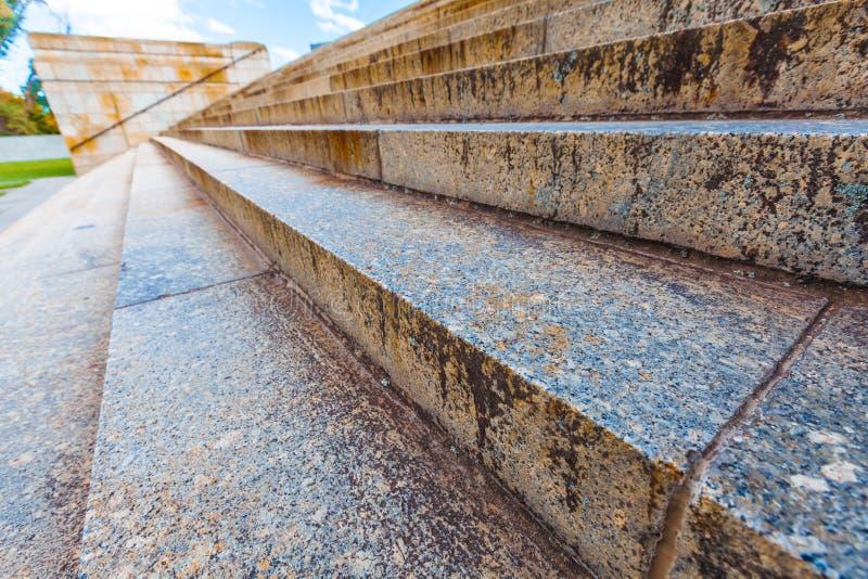Escaleras anchas al aire libre en perspectiva imagen de archivo libre de regalías