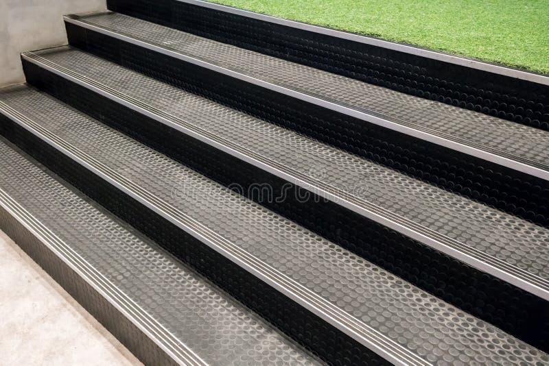 Escaleras antideslizantes con cierre del modelo de punto para arriba para el fondo fotografía de archivo libre de regalías