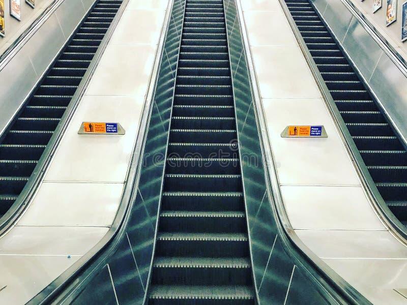Escaleras atuomatic/escalera móvil del subterráneo/del tubo imágenes de archivo libres de regalías