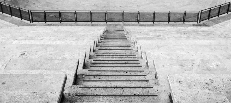 Escaleras blancos y negros imágenes de archivo libres de regalías