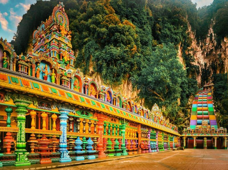 escaleras coloridas de las cuevas del batu malasia foto de archivo libre de regalías