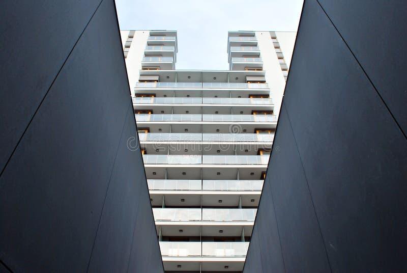 Escaleras concretas modernas imagen de archivo libre de regalías