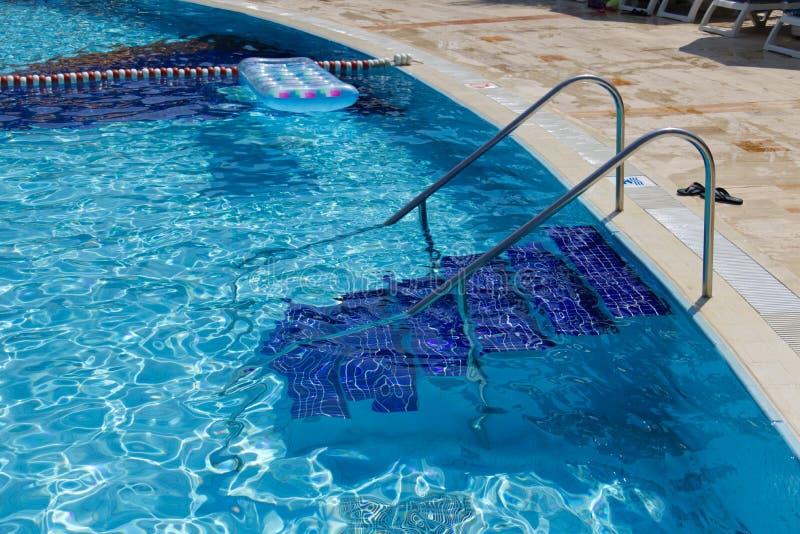 Escaleras de la encuesta que nadan, verano, día de fiesta imagenes de archivo
