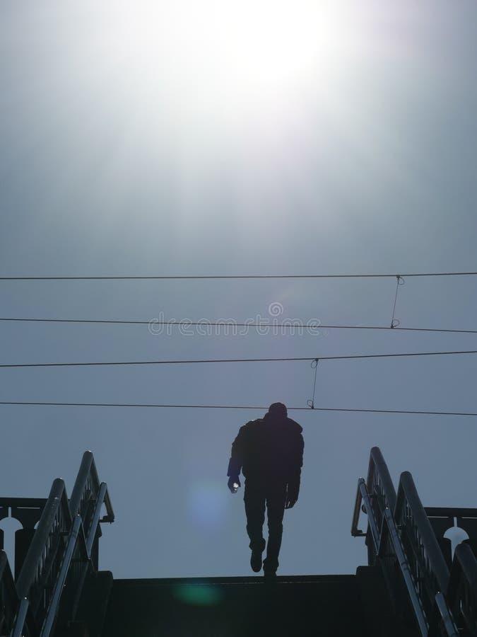 Escaleras de la silueta de la gente imagen de archivo