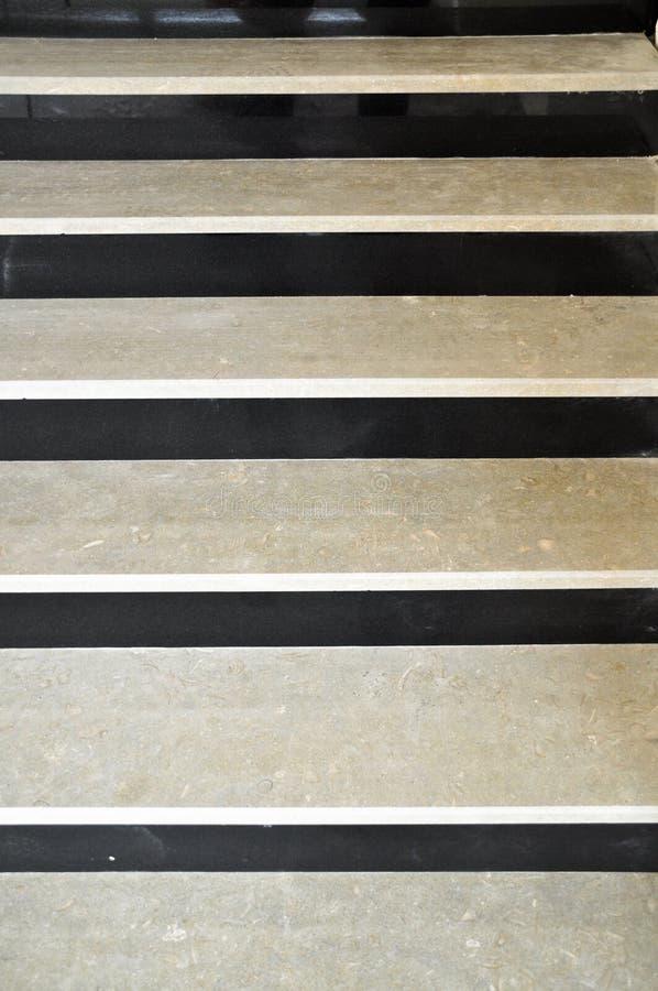 Escaleras de mármol blancos y negros imagen de archivo libre de regalías