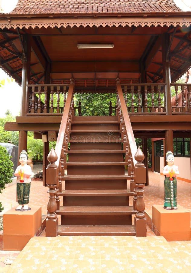 Escaleras de madera clásicas foto de archivo libre de regalías
