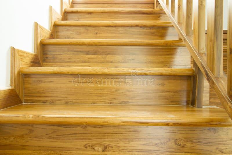 Escaleras de madera del estilo moderno imagen de archivo libre de regalías