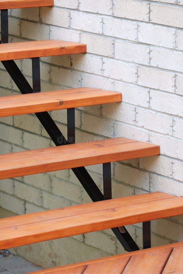 Escaleras de madera modernas foto de archivo imagen de - Escaleras de madera modernas ...