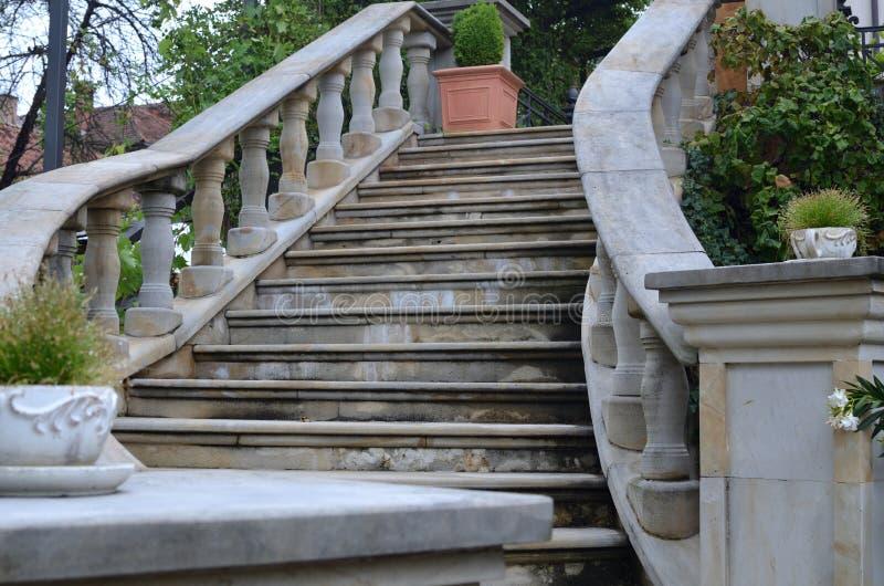 Escaleras de piedra del jard n imagen de archivo imagen for Escaleras para caminar fuera del jardin