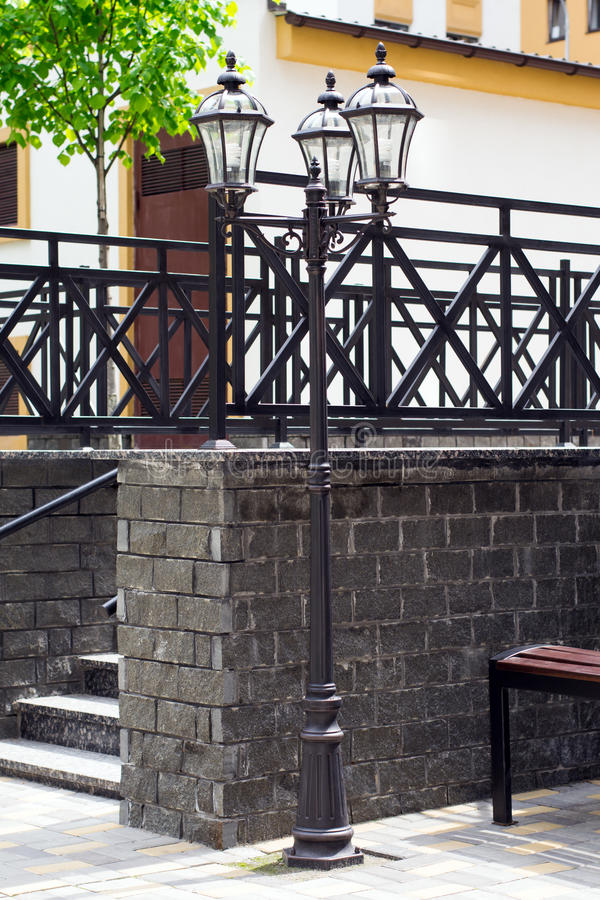 Escaleras de piedra en el parque fotografía de archivo libre de regalías