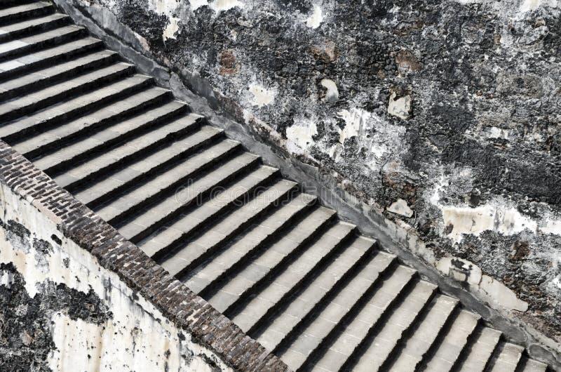 Escaleras de piedra viejas fotografía de archivo libre de regalías