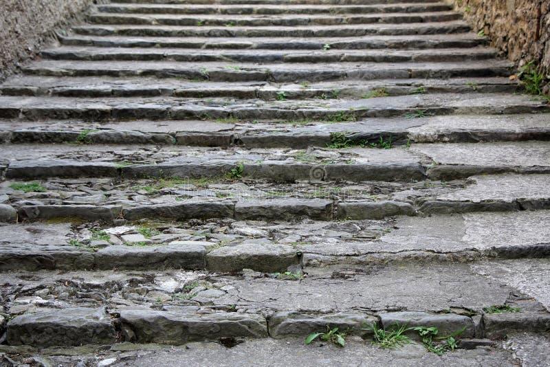 Escaleras de piedra viejas foto de archivo libre de regalías