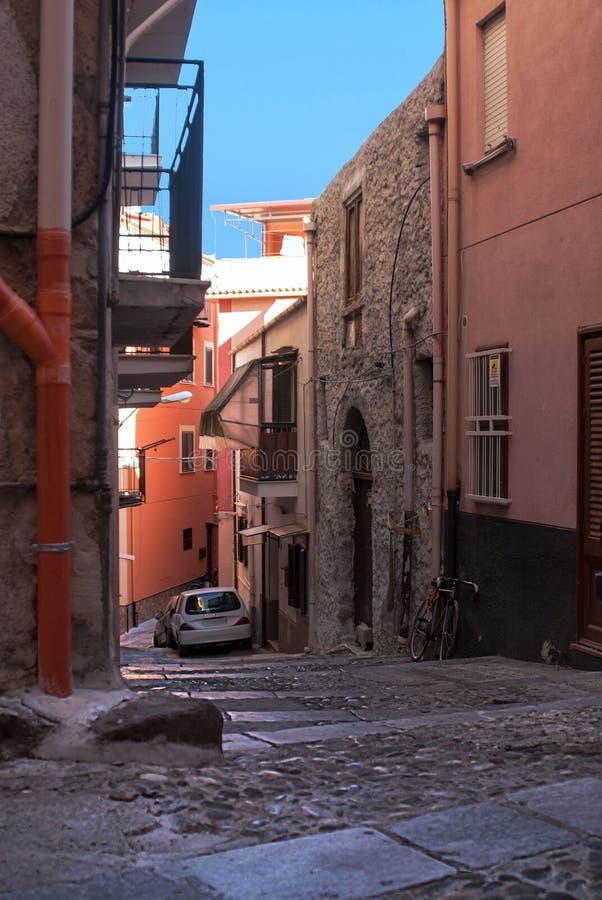 Escaleras de piedra viejas en la parte superior fotografía de archivo