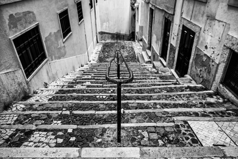 Escaleras de piedra viejas en Lisboa imagen de archivo libre de regalías