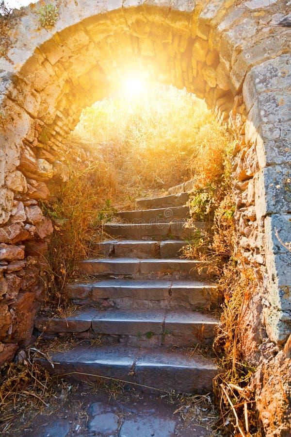 Escaleras de piedra viejas a la fortaleza de Palamidi fotos de archivo libres de regalías