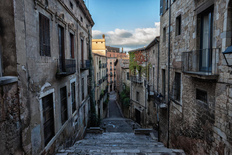 Escaleras de Sant Domenec en la ciudad vieja de Girona imágenes de archivo libres de regalías