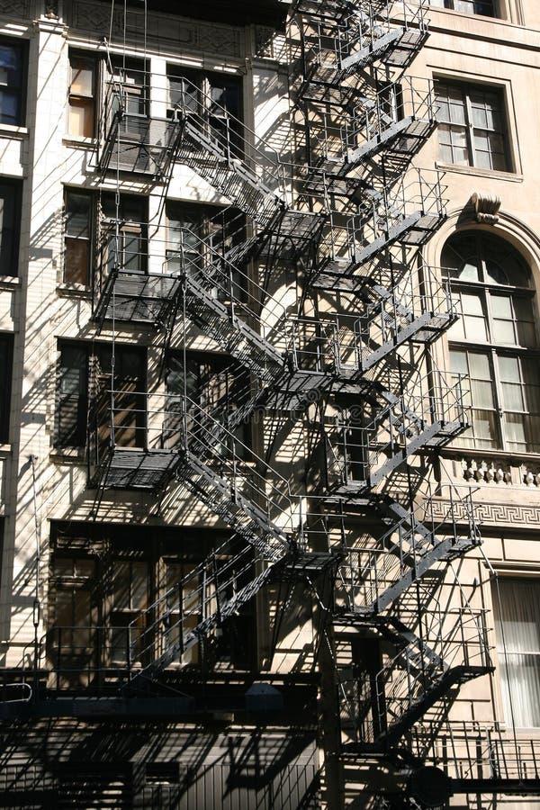 Escaleras del edificio viejo foto de archivo