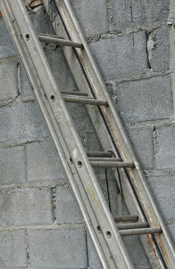escaleras del metal usadas en pequeo sector de la construccin