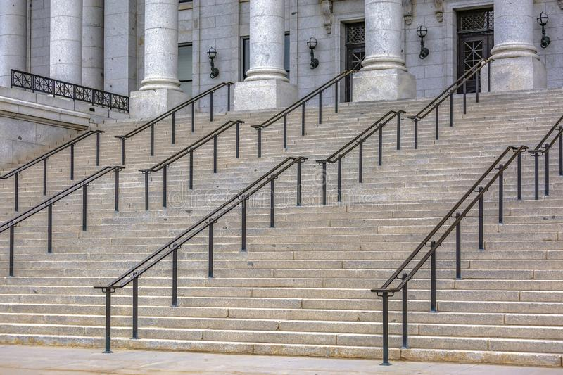 Escaleras delante del edificio del capitolio del estado de Utah fotos de archivo