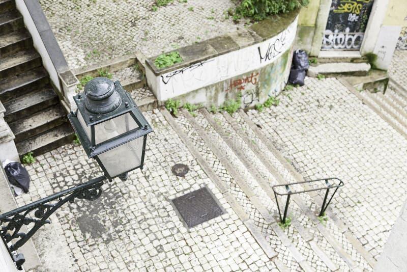 Escaleras en el distrito de Alfama, Lisboa fotos de archivo libres de regalías