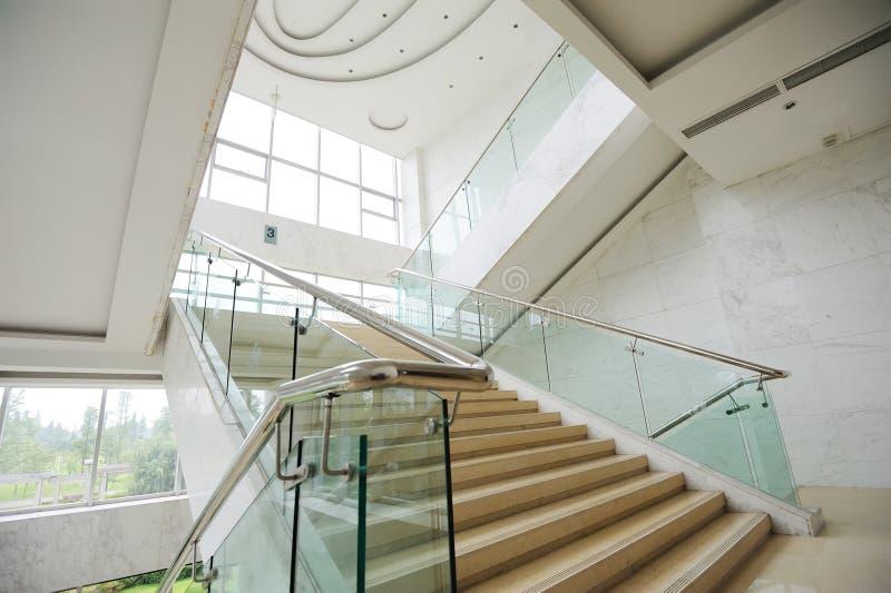 Escaleras en el hotel fotografía de archivo
