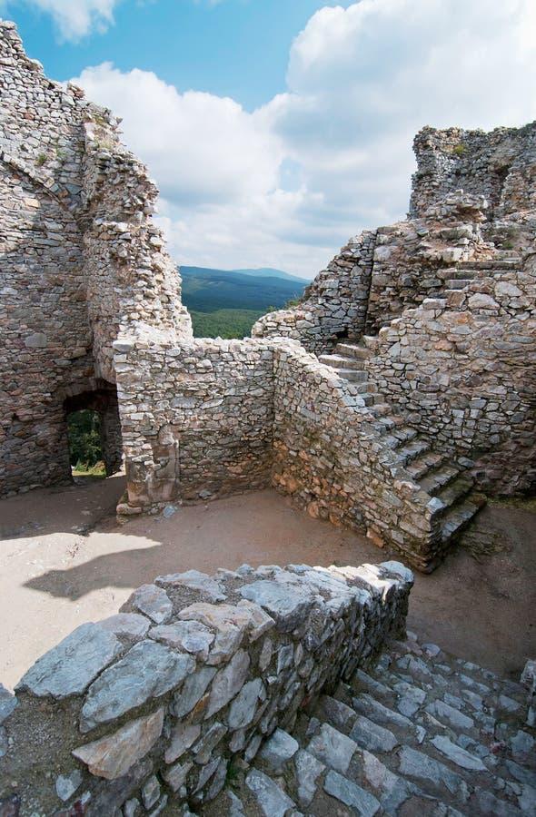 Escaleras en la ruina del castillo Hrusov fotos de archivo libres de regalías