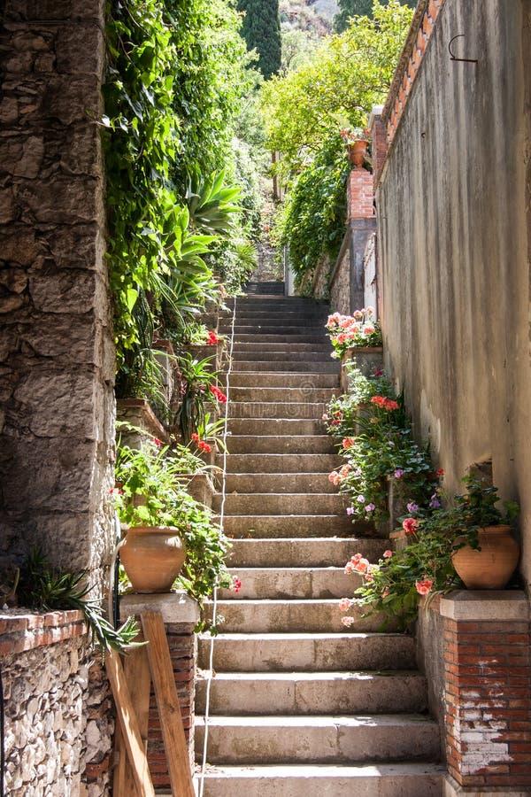 Escaleras en Taormina, Sicilia fotografía de archivo libre de regalías