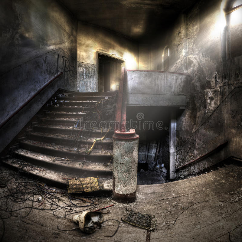Escaleras en un complejo abandonado fotografía de archivo libre de regalías