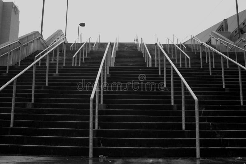 Escaleras en una ciudad fotos de archivo libres de regalías