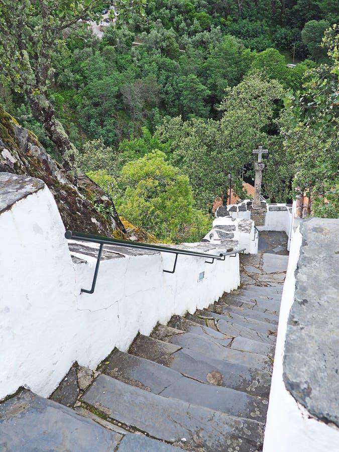 Escaleras escarpadas en las montañas de Serra DA Lousã, Portugal imagen de archivo