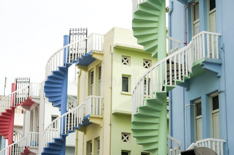 Ciudad colorida de Singapur de las escaleras espirales imagen de archivo libre de regalías