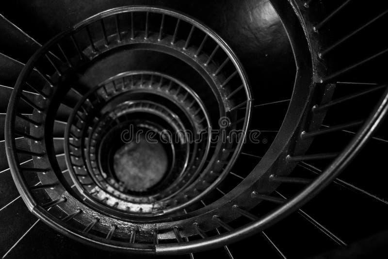 Escaleras espirales dentro del museo de Zeitz Mocaa de Art Africa contemporáneo, en la costa de V&A, Cape Town, Suráfrica fotos de archivo libres de regalías
