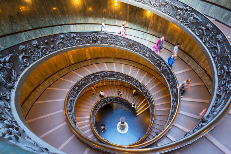 Escaleras espirales dobles de los museos del Vaticano fotos de archivo libres de regalías