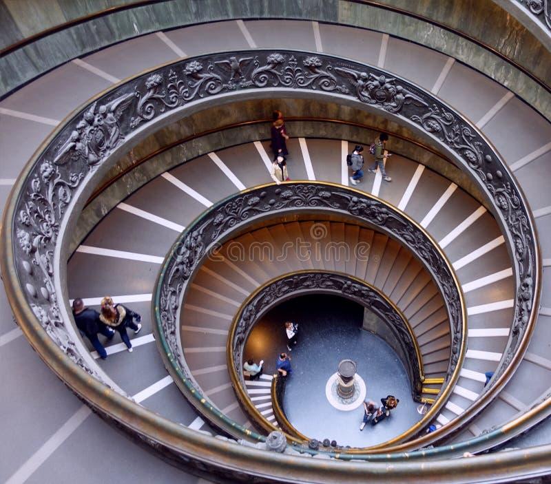 Escaleras espirales en los museos del Vaticano imágenes de archivo libres de regalías