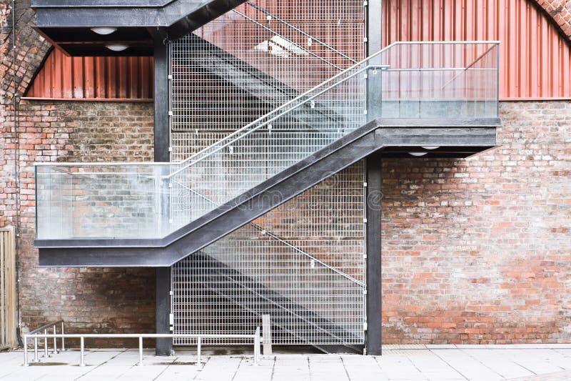 Escaleras exteriores imagen de archivo. Imagen de modelo - 54556621