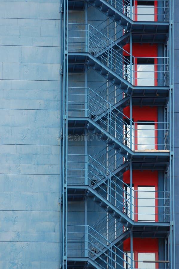 Escaleras exteriores en el edificio imagen de archivo for Escaleras exteriores
