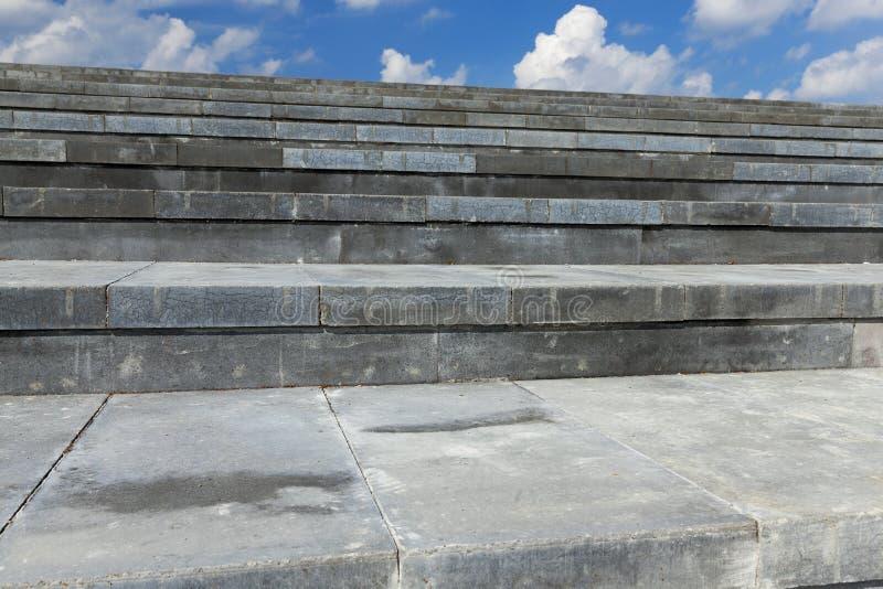 Escaleras hechas del hormigón, primer fotografía de archivo