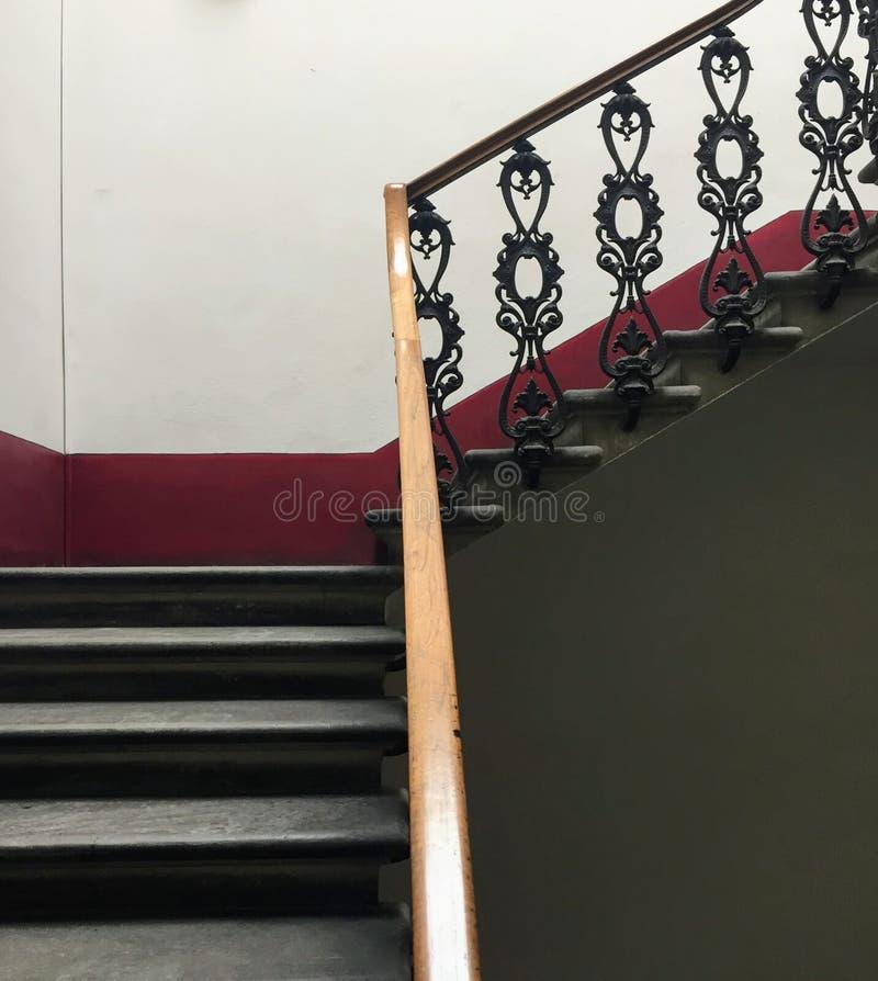 Escaleras hermosas en Florencia foto de archivo libre de regalías