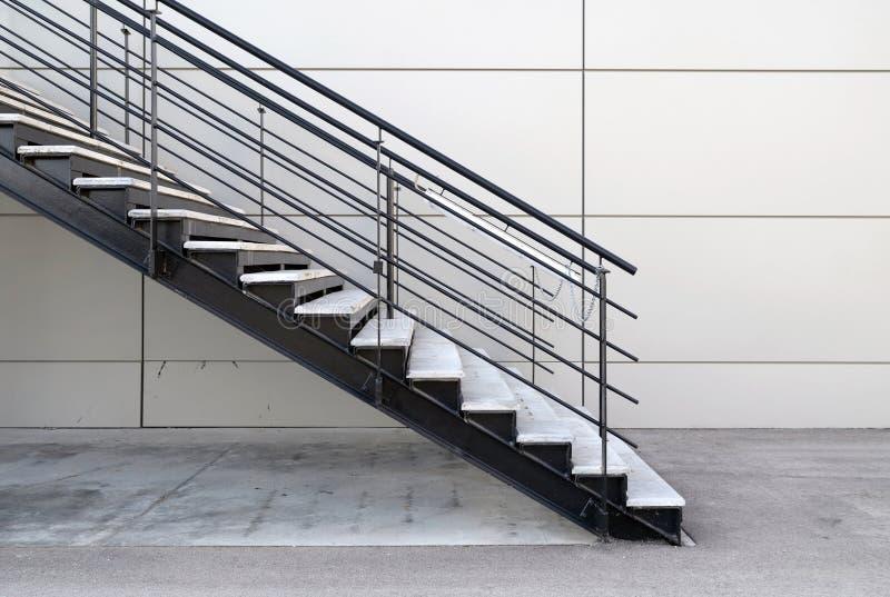 Escaleras industriales exteriores foto de archivo imagen for Escaleras metalicas exteriores precios