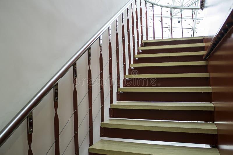 Escaleras Interiores De Madera Foto de archivo - Imagen de concreto ...