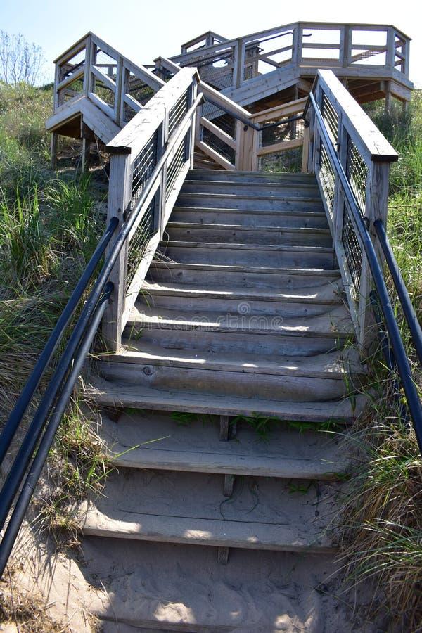 Escaleras a la playa en el parque del túnel imagen de archivo