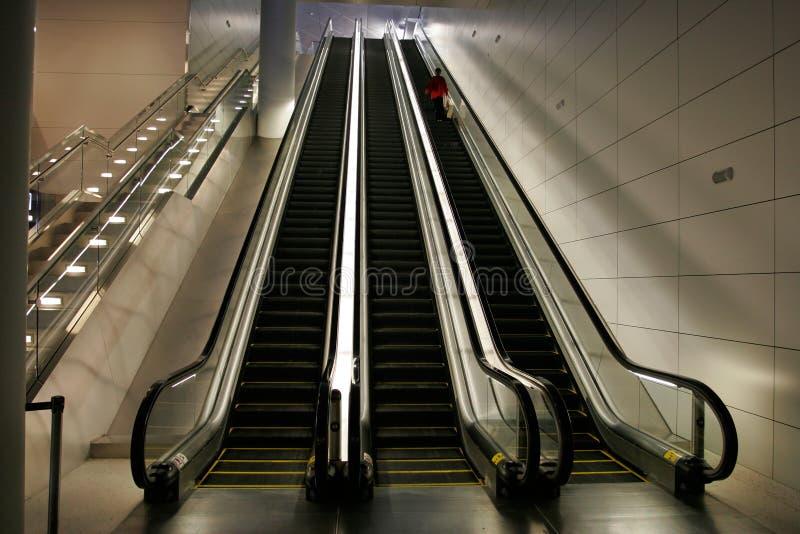 Escaleras móviles foto de archivo libre de regalías