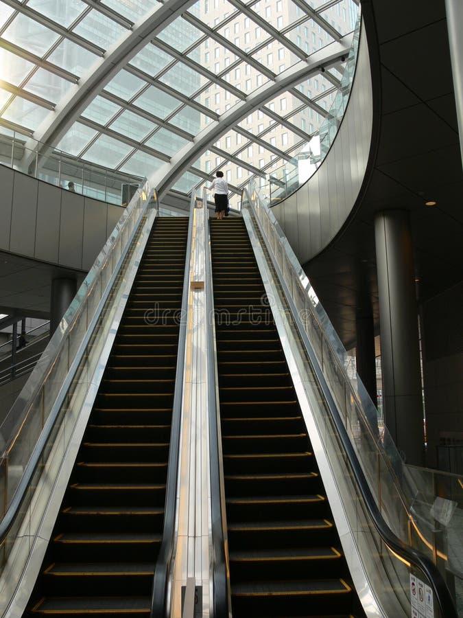 Escaleras móviles foto de archivo
