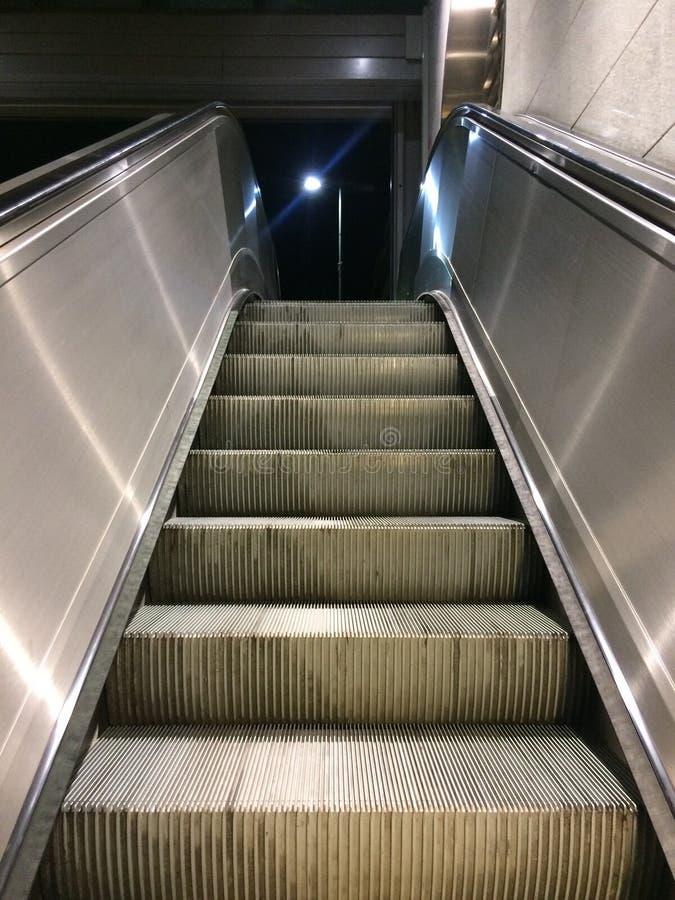 Escaleras móviles de la escalera móvil imágenes de archivo libres de regalías