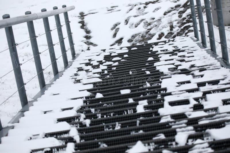 Escaleras metálicas con nieve fotografía de archivo libre de regalías