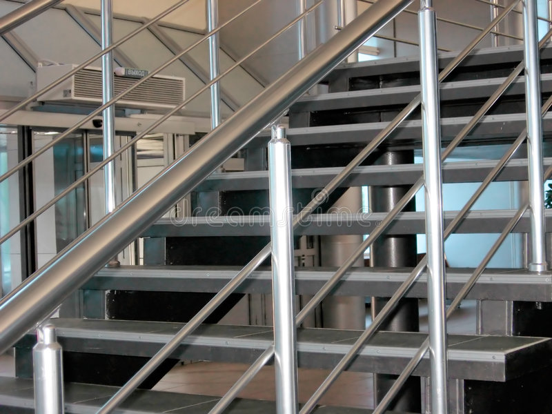 Escaleras metálicas modernas fotografía de archivo